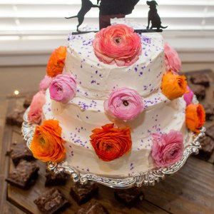 Vintage cake stand with cake displayed