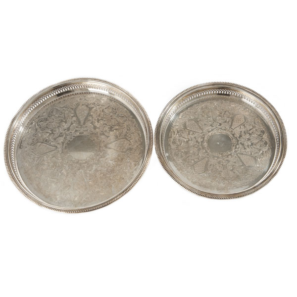 Round Gallery Trays in large and medium sizes
