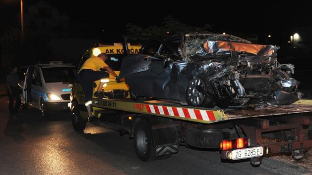 Tri osobe stradale u naletu na teretni vlak