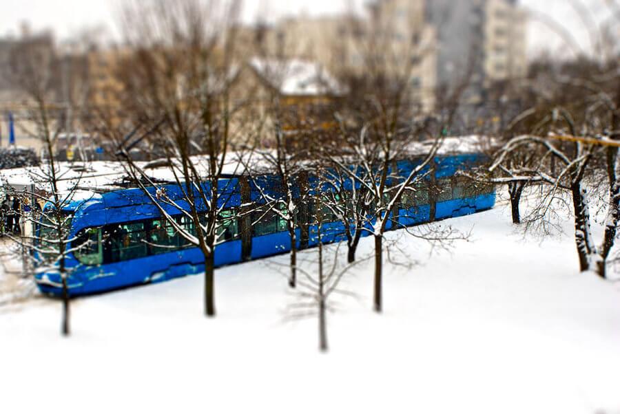 Tramvaji kasne, a obustavljeno je 11 autobusnih linija