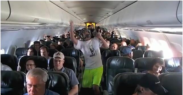 Policija istražuje Harlem Shake snimljen za vrijeme avionskog leta