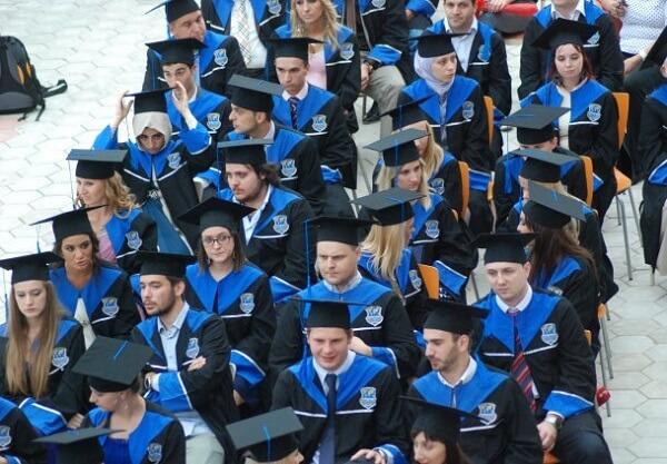 Promocija na PFM-u: 'Što vi mislite da Fakultet od studenata ne može uzeti više novca nego što su troškovi tiskanja diploma'