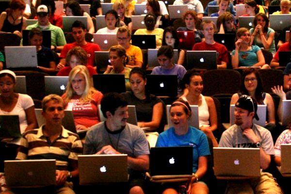Za studente je najbolji lagan laptop s dugovječnom baterijom