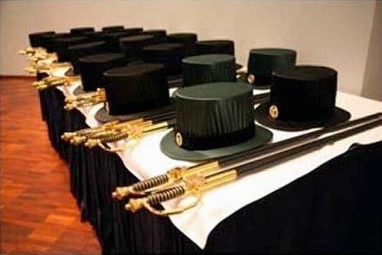 Ako završite doktorat u Finskoj, dobit ćete šešir sa zlatnim amblemom i mač!