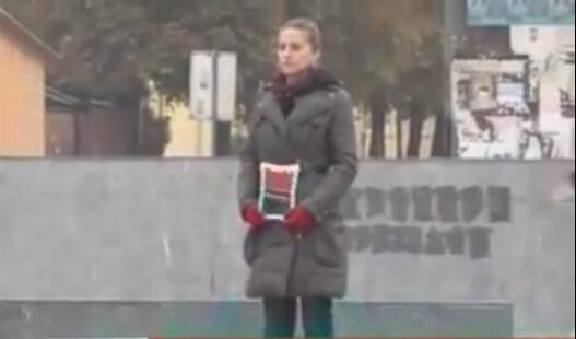 Misteriozna djevojka već mjesec dana ukipljeno stoji na trgu i zbunjuje građane