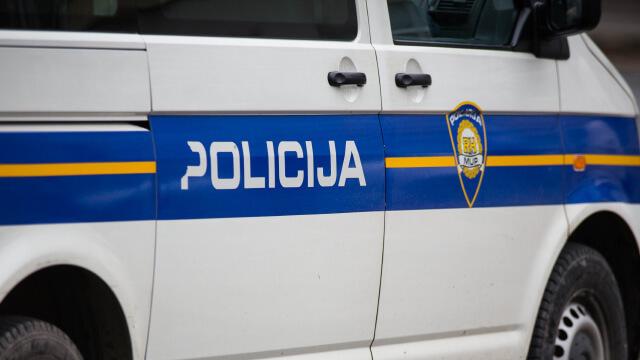policija automobil kombi