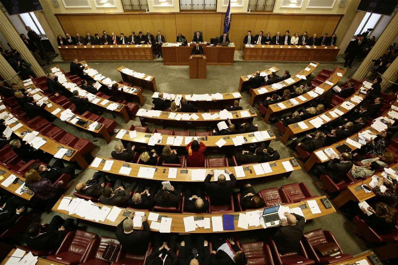 Postignut prvi politički obrazovni #konsenzus parlamentarnih stranaka: Učenici će biti uključeni u reformu!
