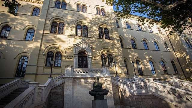 [FOTO] Jeste li se već provozali njime? Sveučilište u Zagrebu dobilo je svoj tramvaj