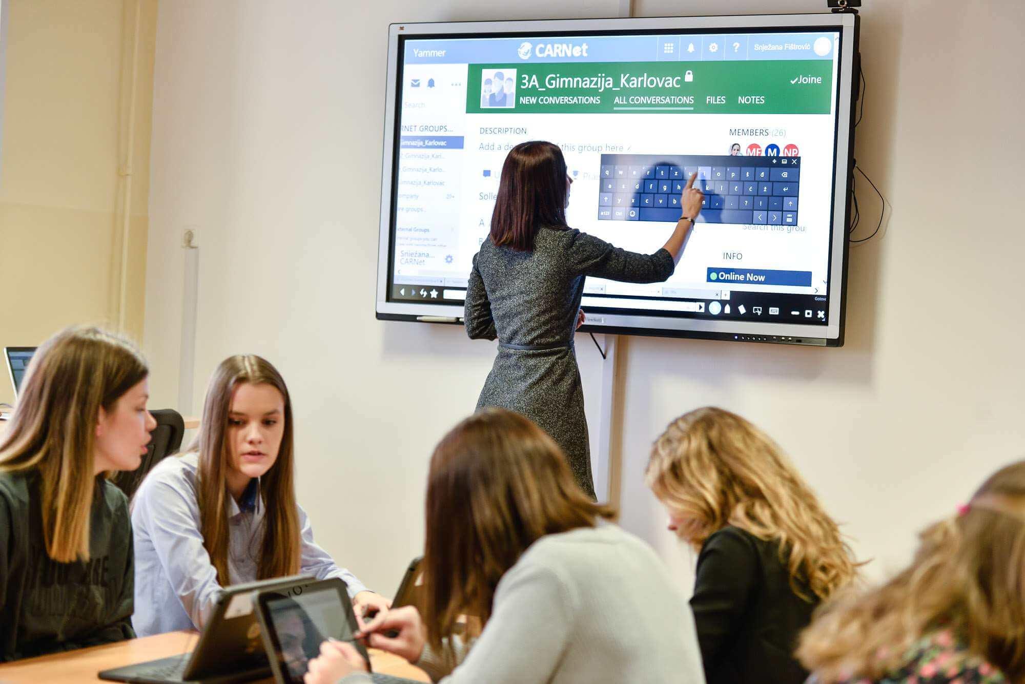 Obvezna informatika treba startati sljedeće godine, a fali minimalno 76 nastavnika koji će ju predavati