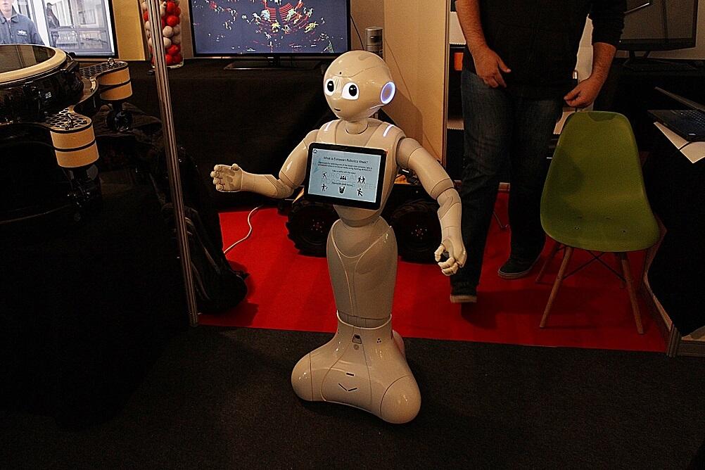 Ne zaboravite im ostaviti napojnicu: Roboti na FER-u poslužuju hranu i piće