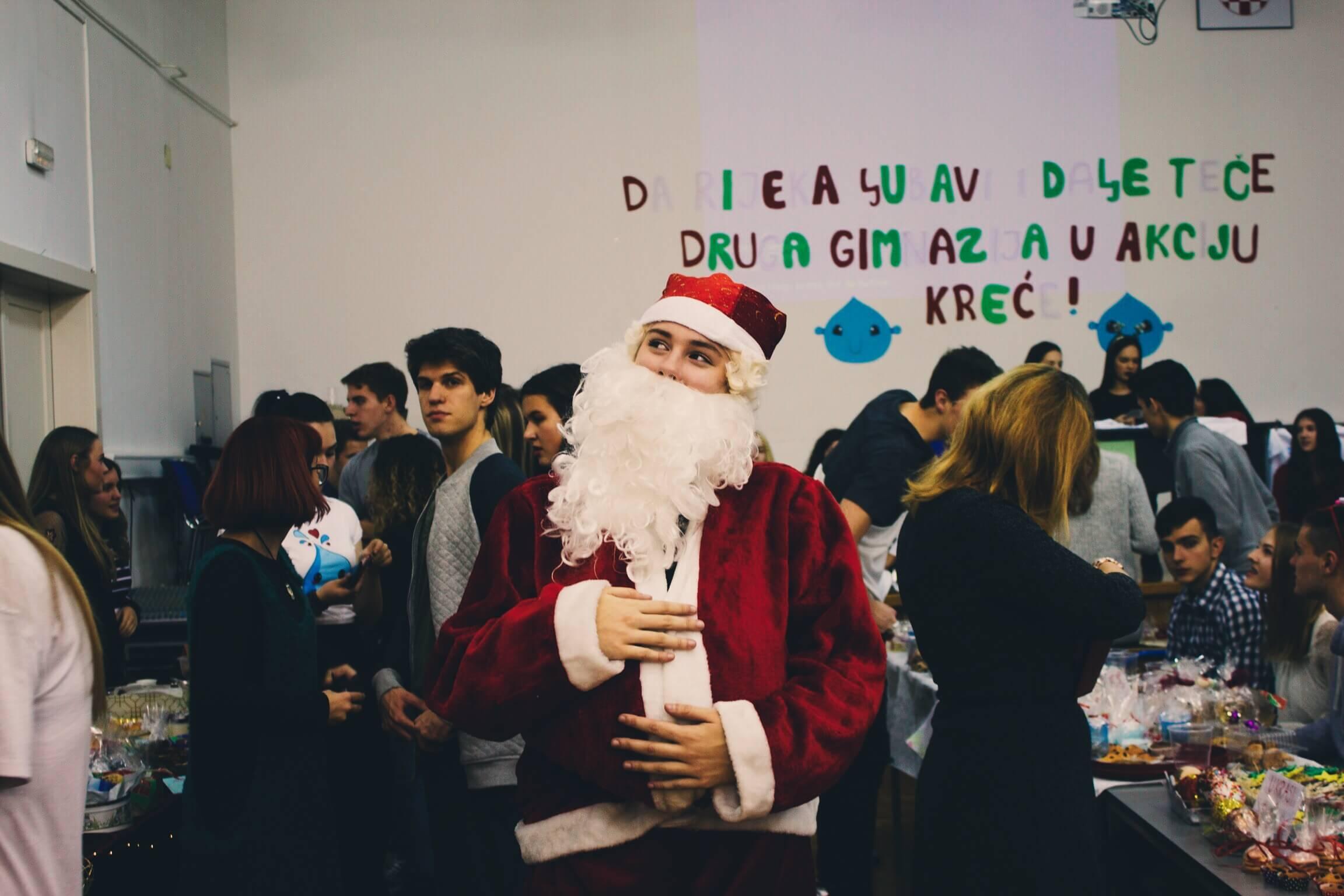 Rijeka ljubavi i dalje teče u 2. gimnaziji: Na božićnom sajmu prikupili 35.000 kuna za obitelji u potrebi