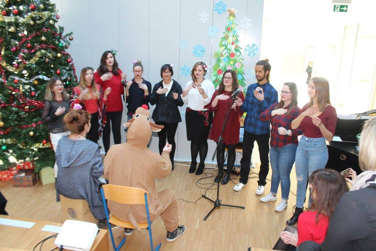 [VIDEO] Riječki studenti 'razvalili' božićnu priredbu tradicionalnom pjesmom o Jovanki