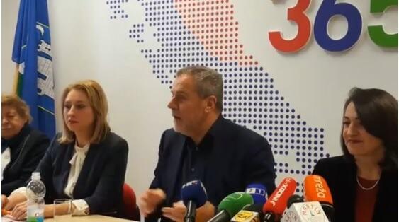 Bandić organizirao pressicu o ničemu pa na njoj govorio da se uvođenjem informatike želi istjerati vjeronauk iz škola
