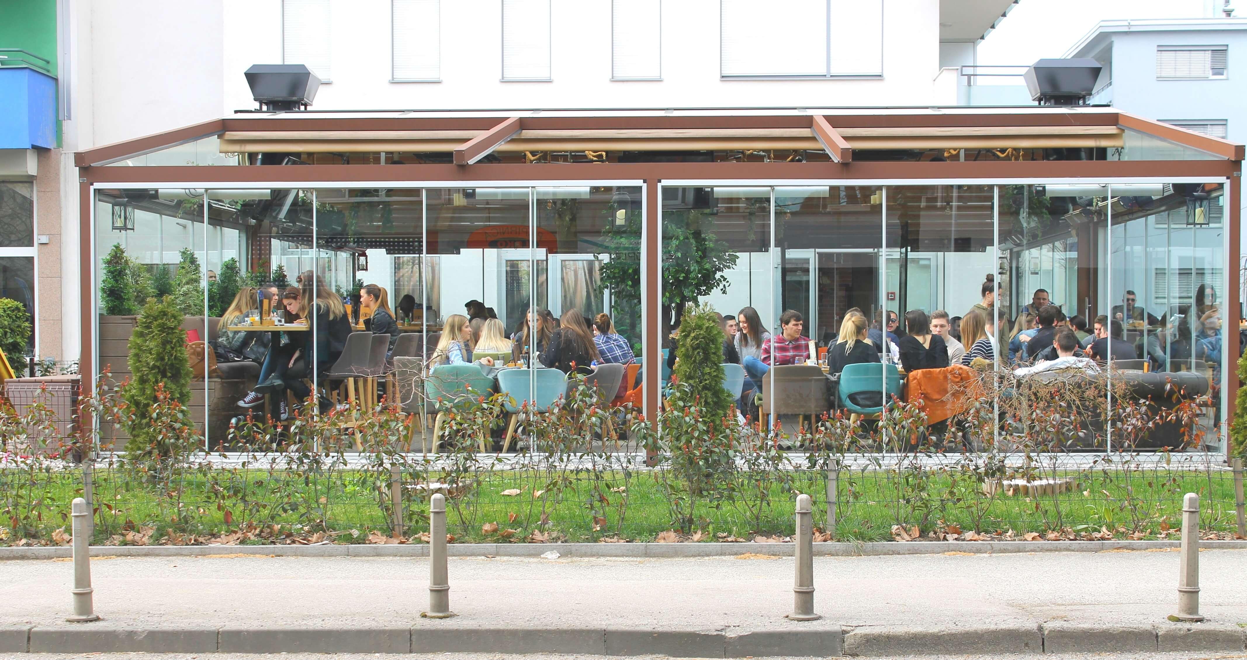 Kratka horor priča: Odlazak na terasu kafića
