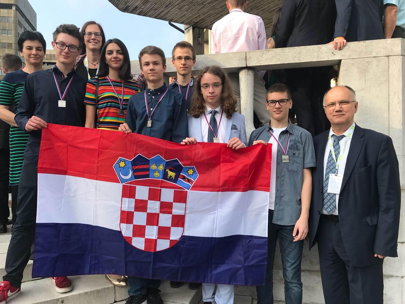 Ovi genijalci zaslužuju naklon do poda: U jakoj konkurenciji Hrvatski učenici briljirali na Prirodoslovnoj olimpijadi EU