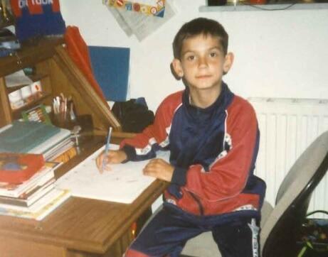 Fotografije našeg reprezentativca iz slavne '98. oduševile Instagram: Prepoznajete li ovog dječaka?
