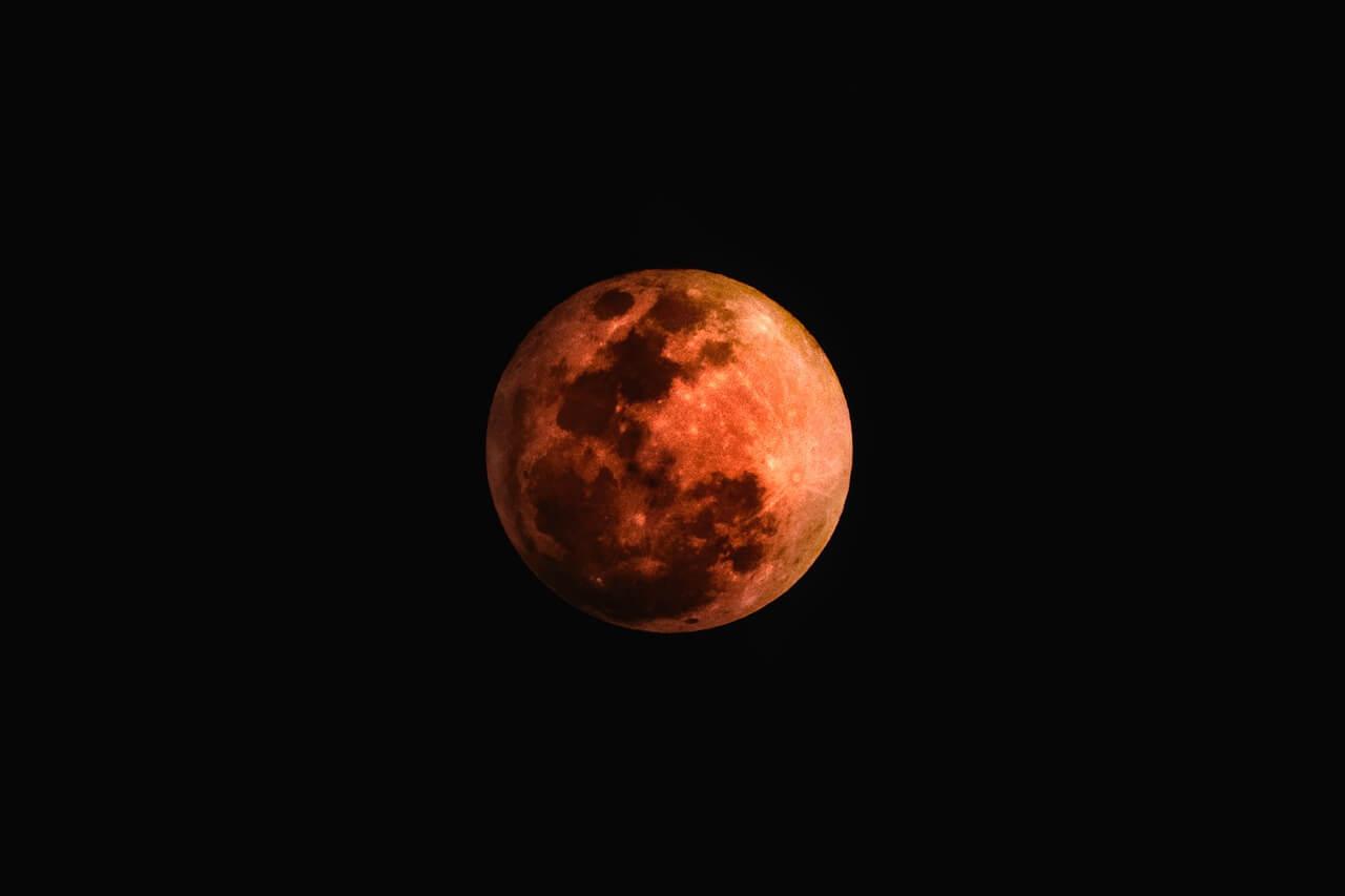 Pravi nebeski spektakl: Diljem Hrvatske organizirana motrenja najdulje pomrčine Mjeseca u 21. stoljeću