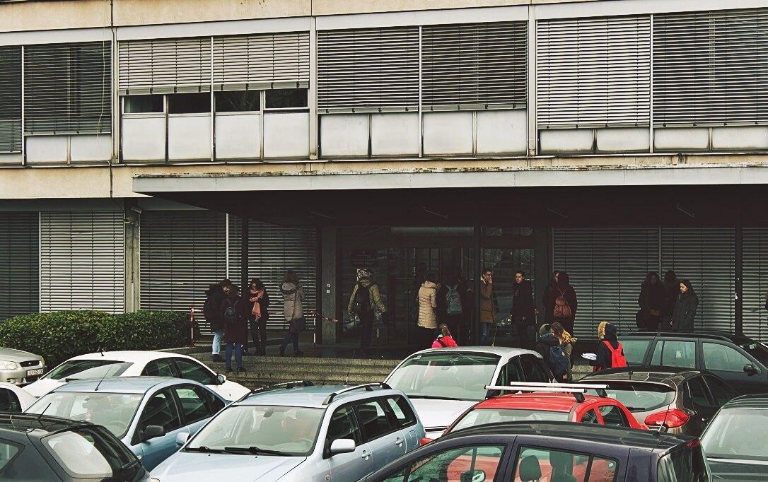 [FOTO] Pogledajte kako nakon potresa izgleda knjižnica Filozofskog: 'Police nisu izdržale'