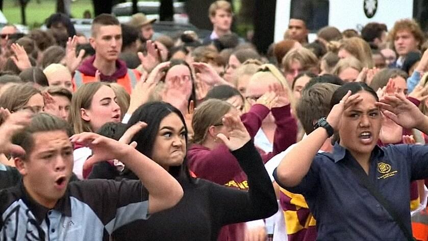 Prekrasnom gestom novozelandski učenici odali počast stradalima u masovnom pokolju