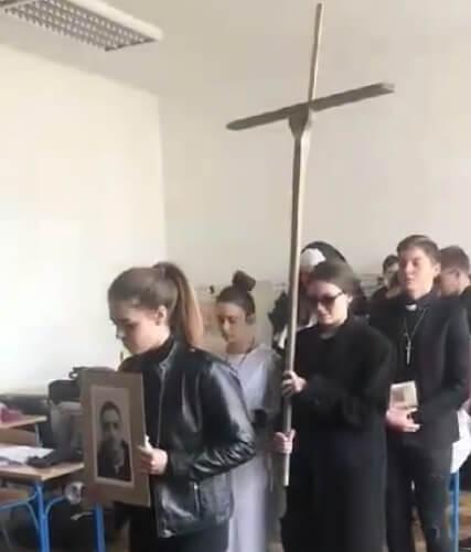 Jecaj ispunio hodnike škole: Nastavu u zagrebačkoj gimnaziji prekinuo sprovod