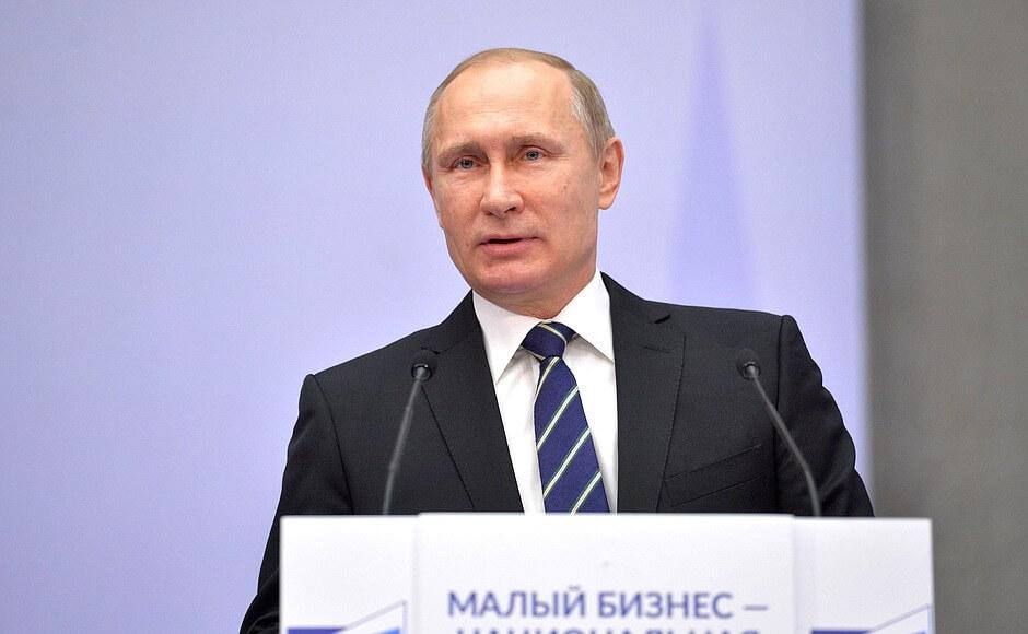 Ruska srednjoškolka prkosi Putinu i čita Ustav interventnoj policiji