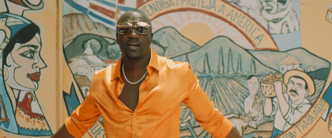 Sjećate li se Akona? Nakon deset godina ima hit, a komentari na njegov povratak su jako zabavni