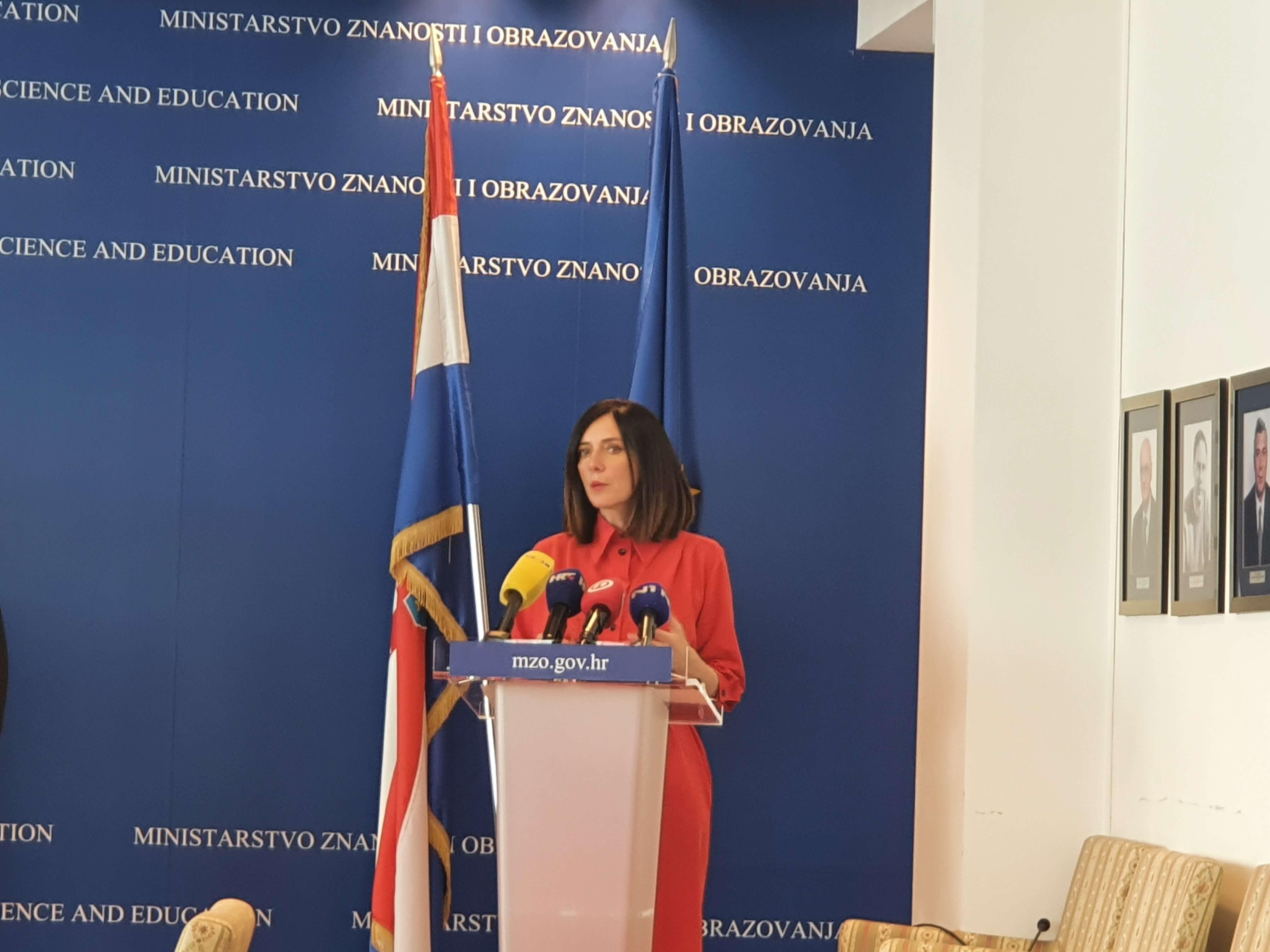 Zbog neoprezne izjave ministrice Divjak, strano ministarstvo umiruje građane