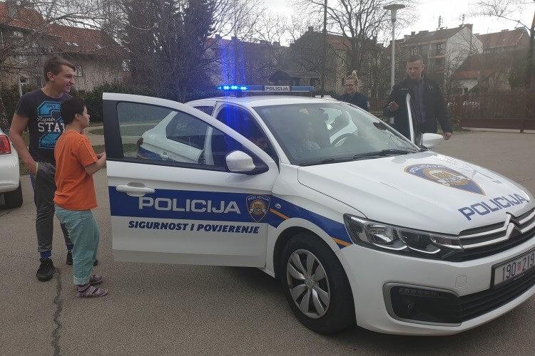 Policajci posjetili školu pa ispunili želju jednom učeniku