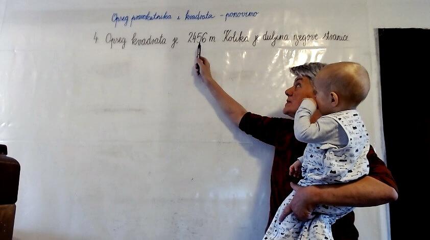 Pismo učiteljice s 33 godine staža o online školi: Na zid dnevnog boravka zalijepila sam foliju i počela snimati