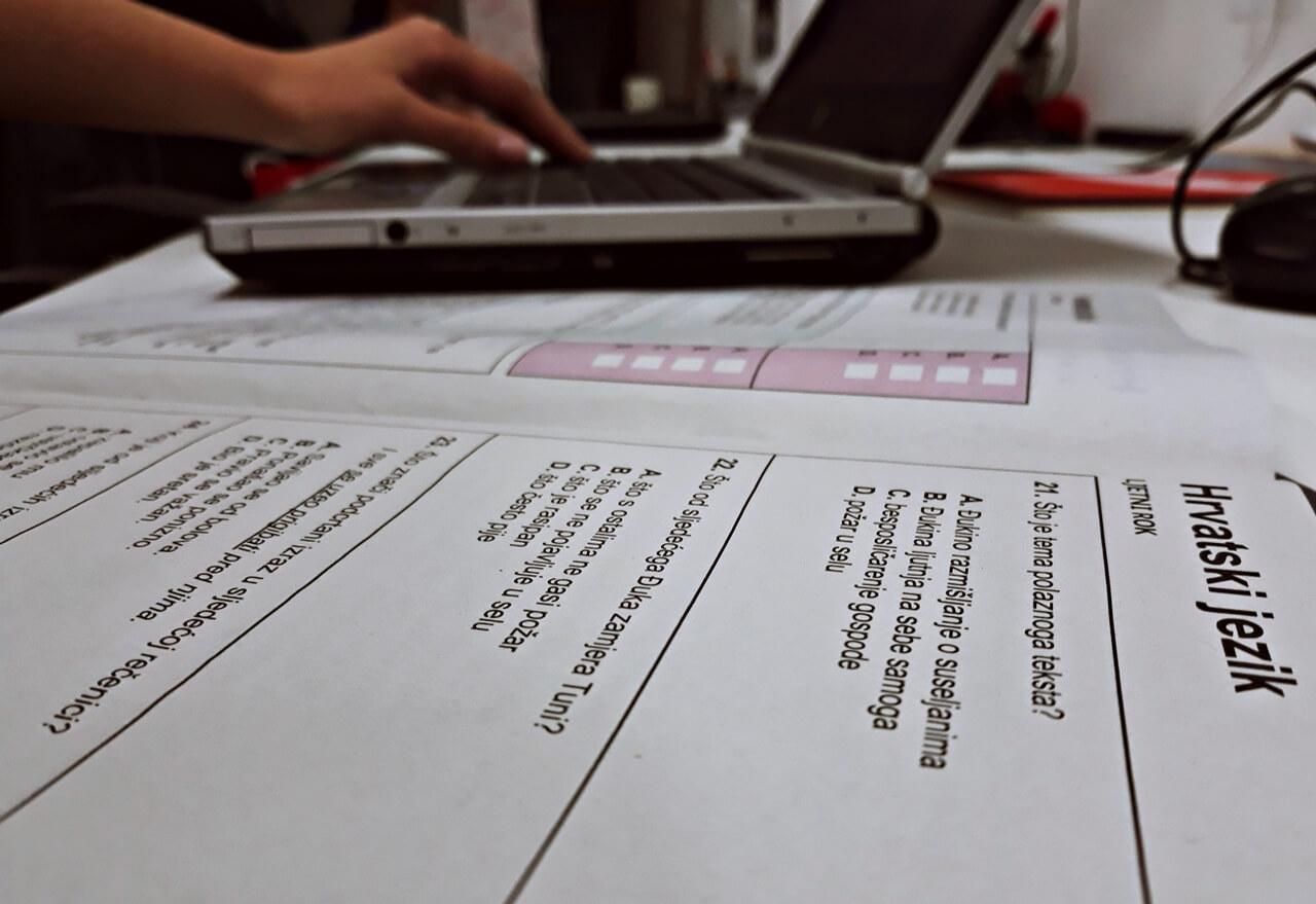[Zadatak dana] Maturanti koji ne znaju odgovor iz Hrvatskog za 1. srednje trebaju odmah početi s učenjem