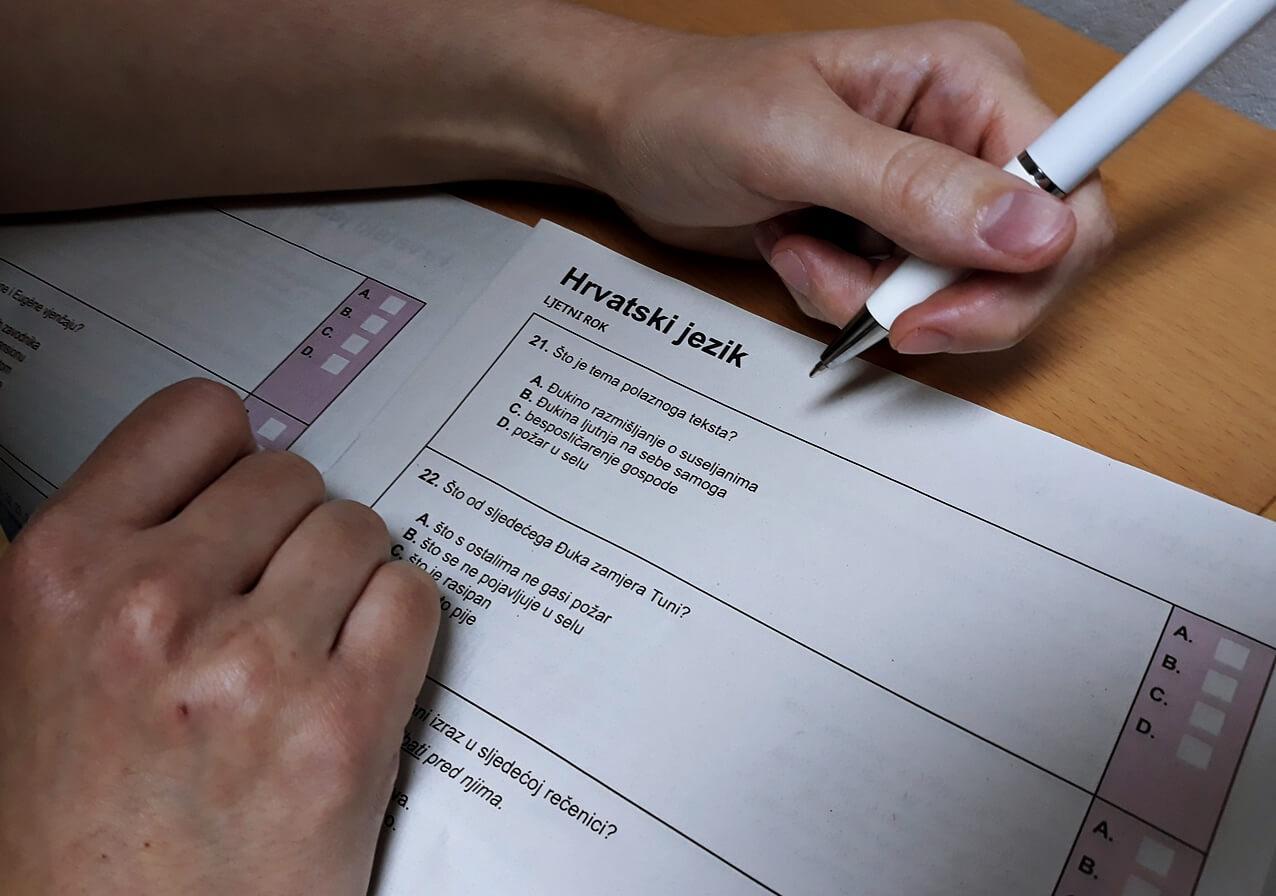 Maturanti pisali A razinu Hrvatskog: 'Idući put neka nam ostave komad papira da možemo brisati suze'