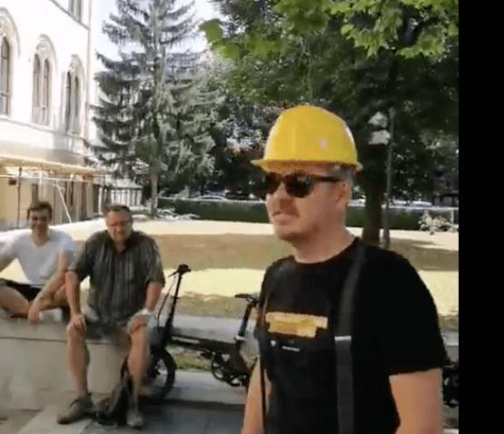 Dario Juričan održao performans ispred Sveučilišta: 'Mala škola politike Damira Borasa'