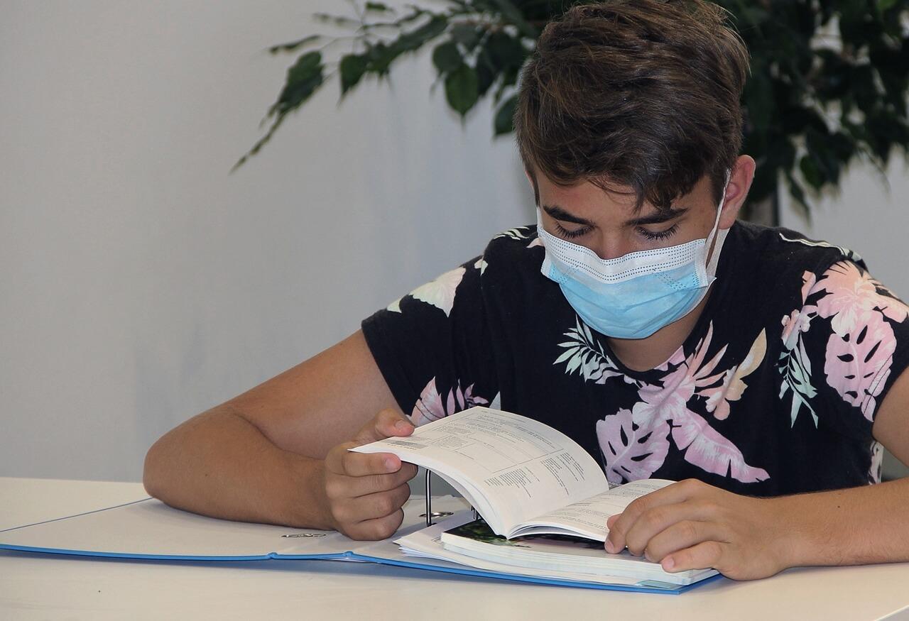 Sindikat upozorio: Podaci o zaraženim učenicima nisu točni, djeca s temperaturom šalju se kući i ne testiraju