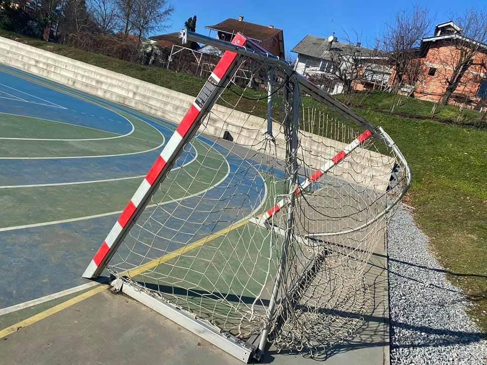 Ni kamere ih nisu obeshrabrile: Divljaci ponovno uništili školsko igralište
