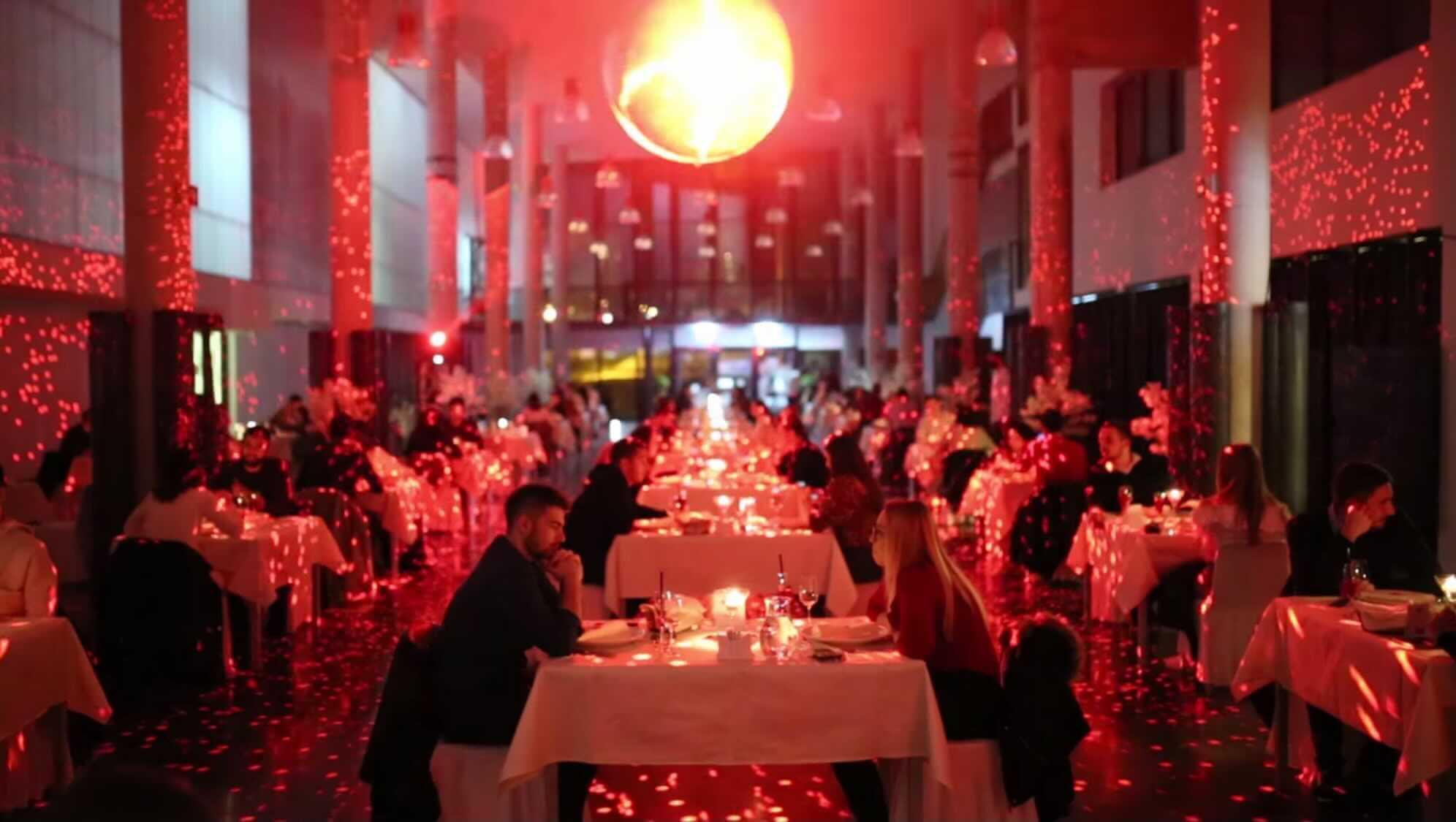 [VIDEO] Ovaj fascinantan prizor je iz menze: Na Valentinovo studentima pripremili romantičnu večeru
