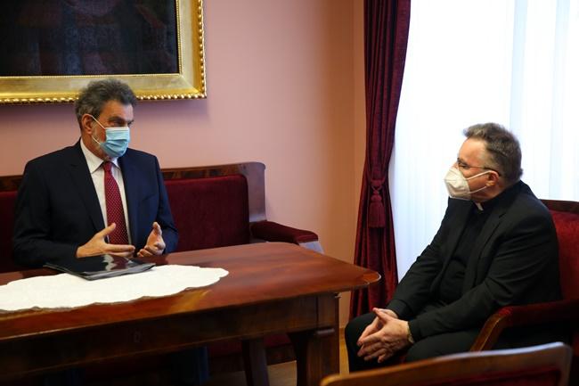 Fuchs se susreo s Bozanićem: Razgovarali o suradnji Ministarstva i Crkve