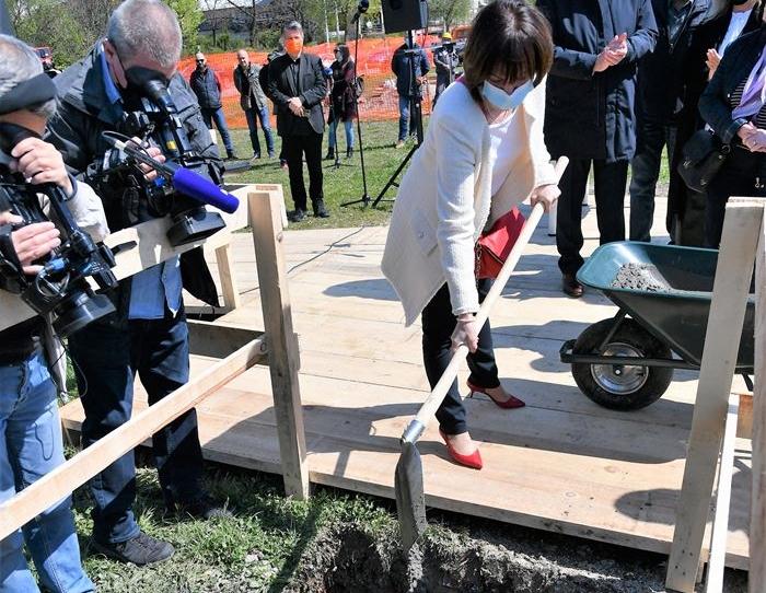 Bandićeva zamjenica, tik pred izbore, postavila kamen temeljac zgrade koju škola čeka 20 godina