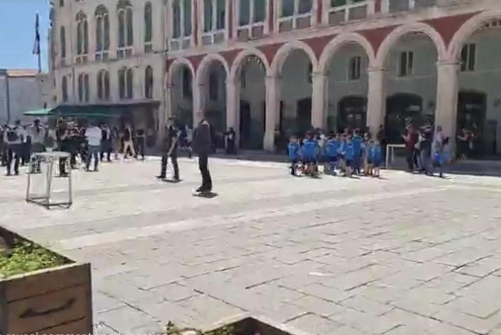 [VIDEO] Djeca u Splitu na dočeku premijera Plenkovića skandirala 'HDZ, HDZ'