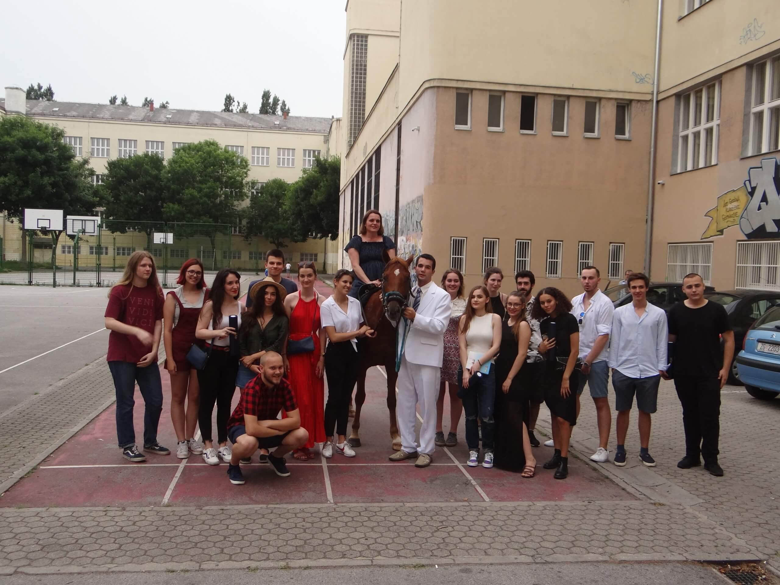 Pred zagrebačkom školom pojavio se na konju: Razred je bio oduševljen
