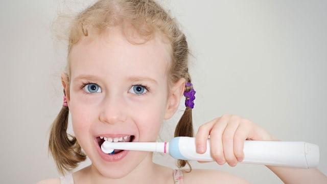 Testsieger Grosse Unterschiede Bei Elektrischen Kinder Zahnbursten Kassensturz Espresso Srf