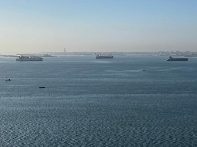 Ships have anchored halfway through the Suez Canal because they cannot continue.  A total of around 150 cargo ships are waiting to continue their journey.