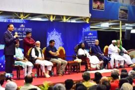 श्री श्री रवि शंकर यांच्या वतीने काश्मीर संघर्षावर तोडगा काढण्यासाठी समन्वय बैठकीचे आयोजन | Sri Sri Ravi Shankar hosts reconciliation meet for Kashmir conflict