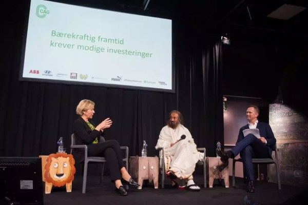 Sri Sri during a panel discussion with Liv Tørres and Knut Skeie Solberg on courageous leadership for long term sustainable investments
