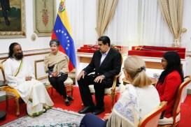 श्री श्रींचे व्हेनेझुएला मध्ये स्वागत. शांती प्रस्थापित होण्याबद्दल आशावादी | Sri Sri welcomed in Venezuela. Hopes for peace.