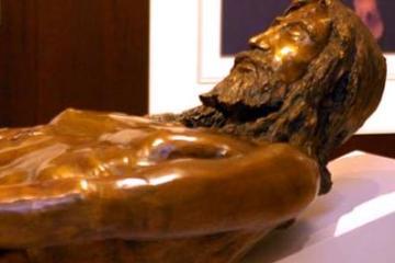 uomo della sindone statua