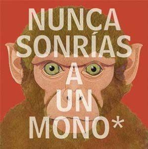 Nunca sonrías a un mono