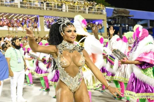 Evelyn Bastos no desfile da Mangueira 2018. Foto: Leandro Milton/SRzd