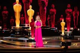 A eterna linda mulher, Julia Roberts, anunciou o vencedor da categoria de melhor filme (Foto: Divulgação – Crédito: Aaron Poole / ©A.M.P.A.S.).