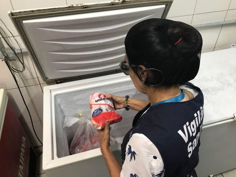 Vigilância Sanitária em inspeção na Cidade do Samba. Foto: Divulgação
