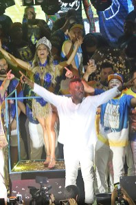 Coroação de Lexa como rainha de bateria da Tijuca. Foto: Henrique Matos